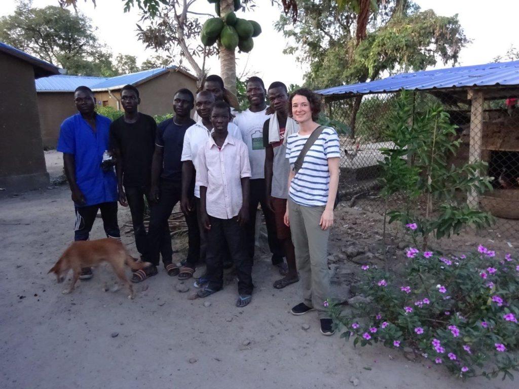 Luise HOFFMANN au contact direct avec les bénéficiaires de nos projets.